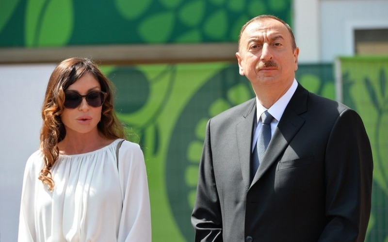 İlham Əliyev və Mehriban Əliyeva Uels-İsveçrə matçına baxıblar